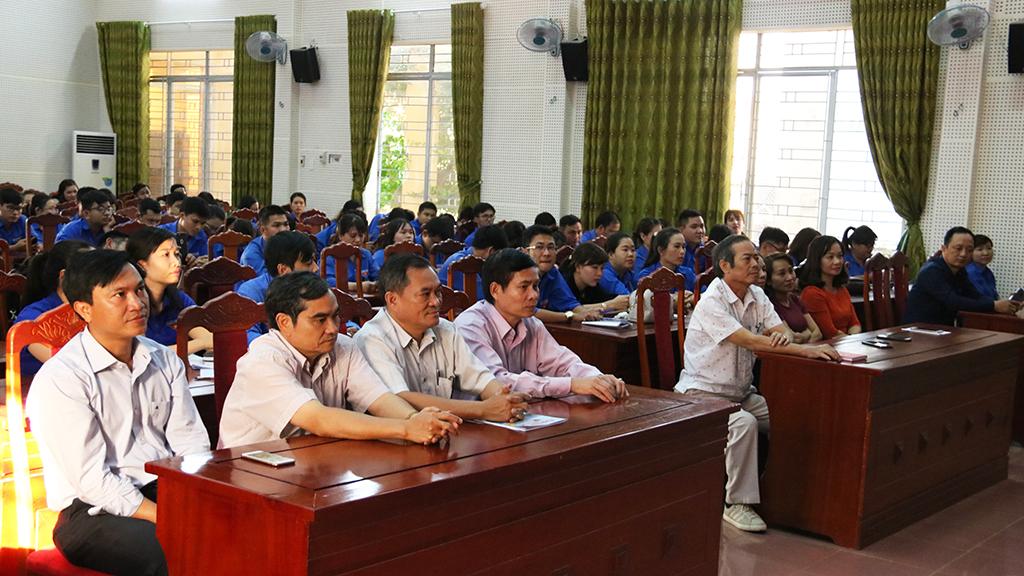 Đảng ủy Khối các cơ quan tỉnh: Bế giảng lớp bồi dưỡng lý luận chính trị cho đối tượng kết nạp Đảng