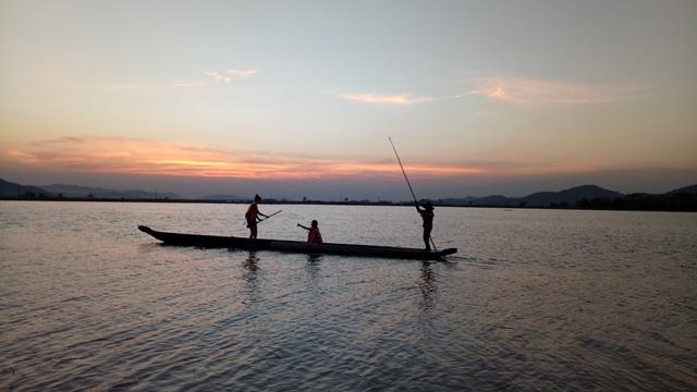 Nét đẹp thuyền độc mộc trên hồ Lắk.