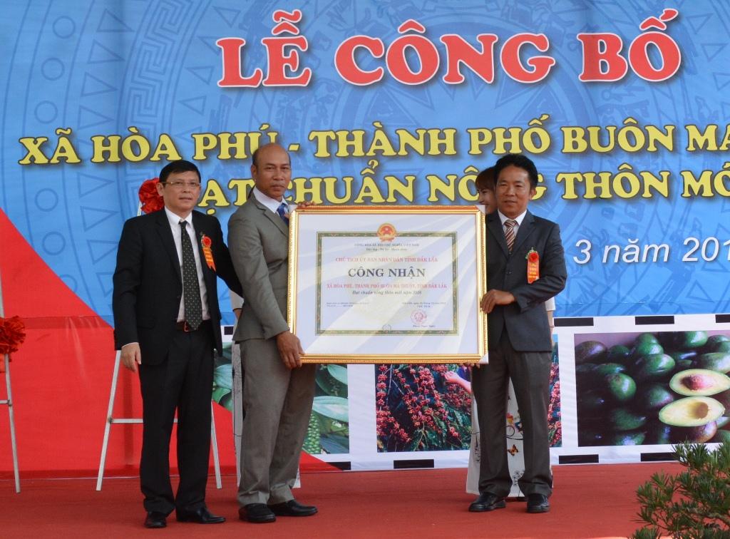 Lễ công bố xã Hòa Phú đạt chuẩn nông thôn mới