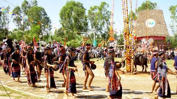 Phục dụng các nghi lễ, lễ hội truyền thống của đồng bào dân tộc thiểu số tại chỗ trên địa bàn tỉnh.