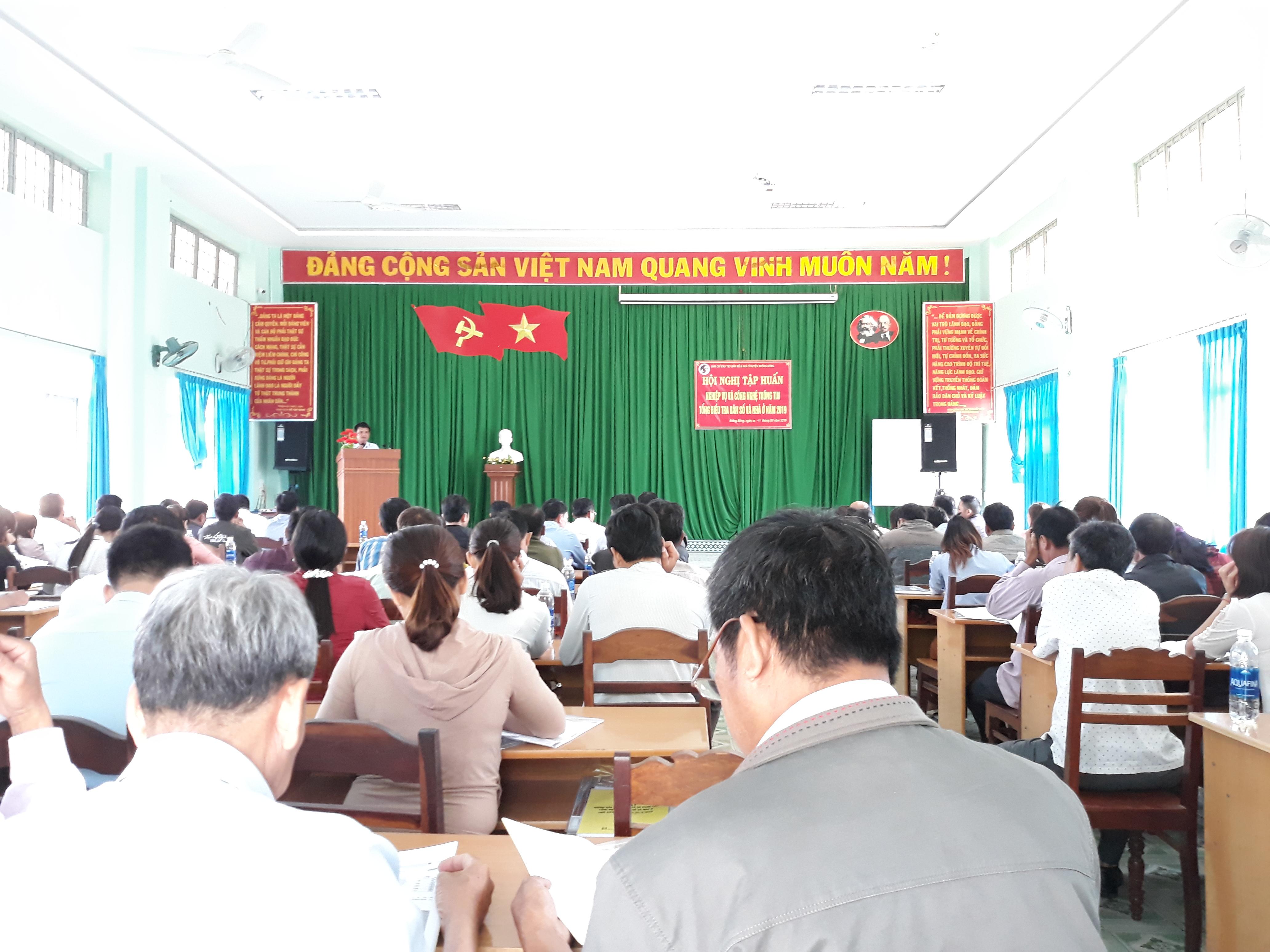 Huyện Krông Bông tổ chức Hội nghị tập huấn Nghiệp vụ và Công nghệ thông tin Tổng điều tra dân số và nhà ở năm 2019.