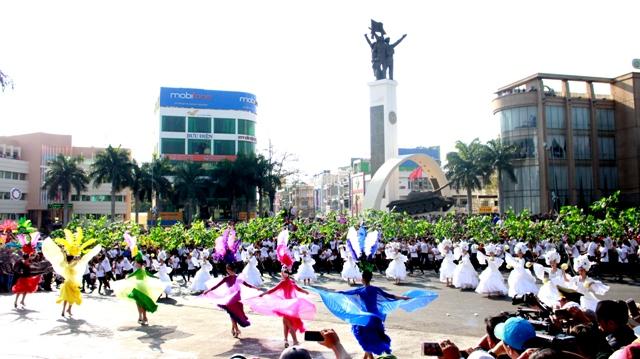 Lễ hội đường phố sẽ bố trí các điểm dừng cho nhân dân và du khách tương tác