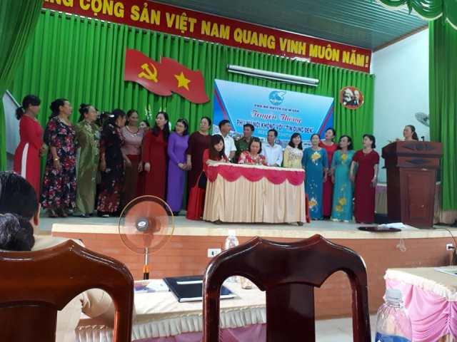 """Hội LHPN huyện Cư M'gar tổ chức buổi truyền thông  """"Phụ nữ nói không với tín dụng đen"""" năm 2019"""