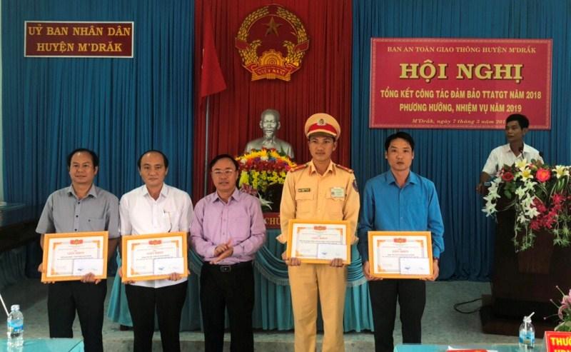 Huyện M'Đrắk triển khai công tác đảm bảo trật tự an toàn giao thông năm 2019