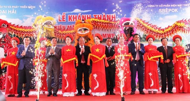 Phó Thủ tướng Thường trực Chính phủ Trương Hòa Bình dự khánh thành cụm Nhà máy Điện mặt trời