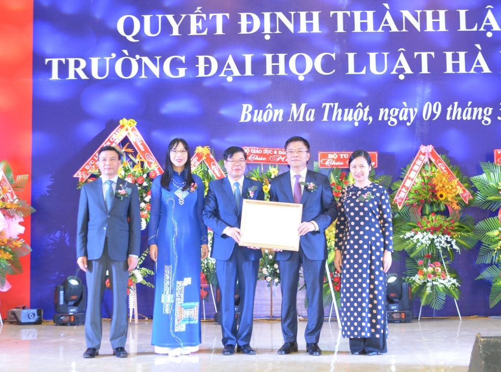 Lễ công bố Quyết định thành lập Phân hiệu Trường Đại học Luật Hà Nội tại Đắk Lắk