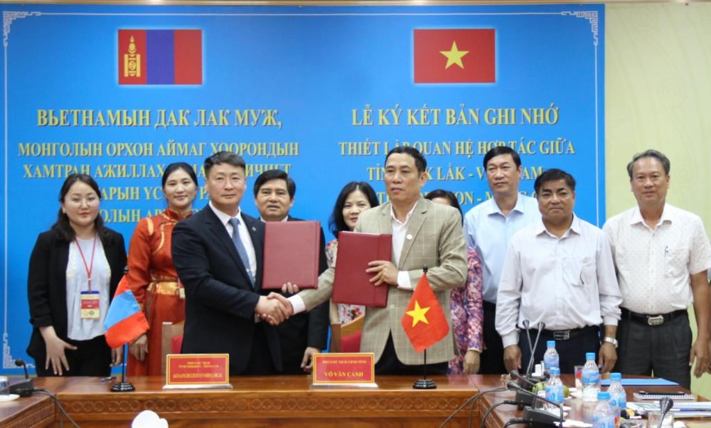 Ký kết Bản ghi nhớ thiết lập quan hệ hợp tác với tỉnh Orkhon
