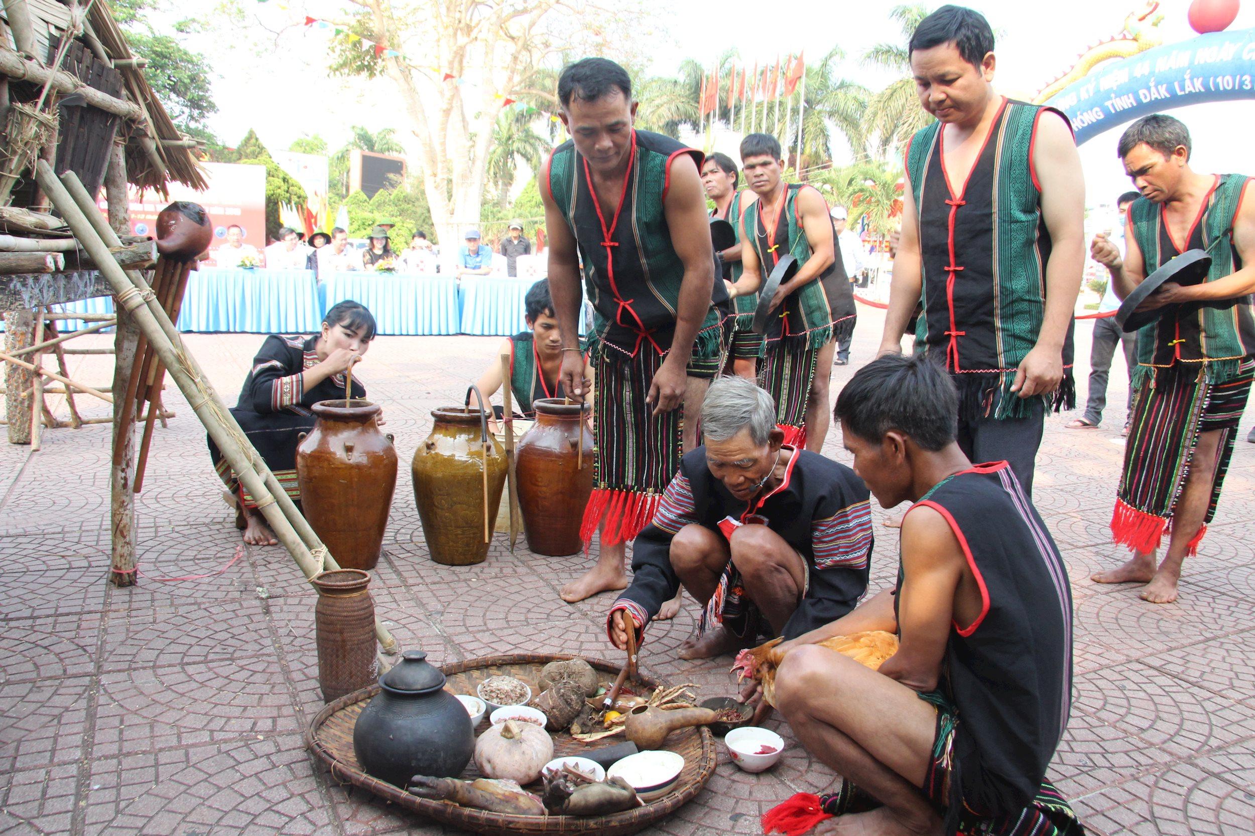 Trình diễn Lễ cúng mừng lúa mới của người M'Nông Gar