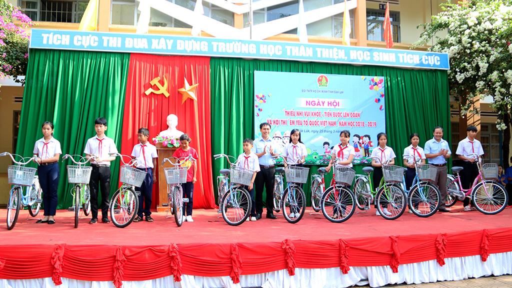 """Ngày hội """"Tiến bước lên Đoàn"""" chào mừng kỷ niệm 88 năm Ngày thành lập Đoàn TNCS Hồ Chí Minh"""