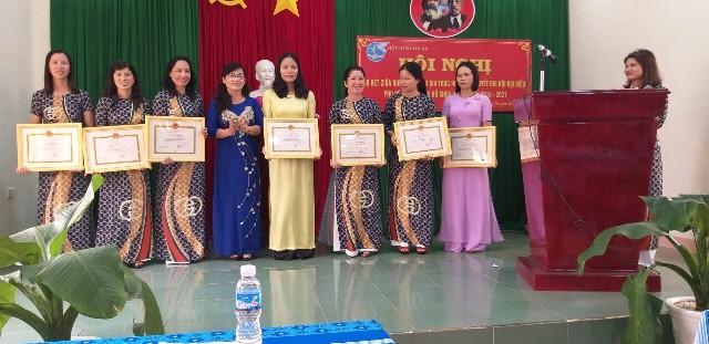 Hội LHPN thị xã Buôn Hồ tổ chức Hội nghị sơ kết giữa nhiệm kỳ 2016-2021