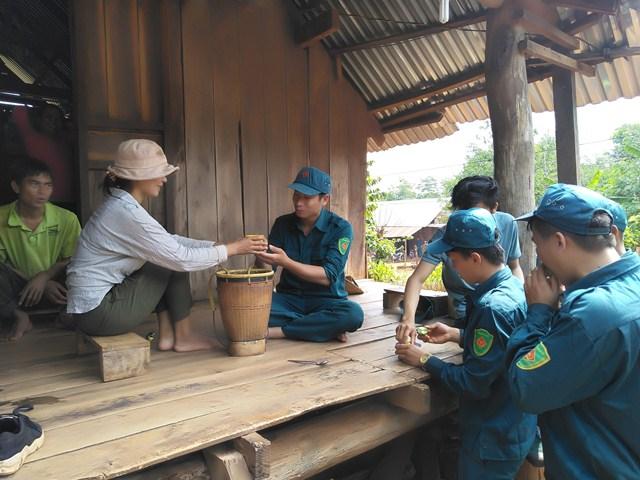 Huyện Cư M'gar: Về buôn làm công tác dân vận trong mùa huấn luyện dân quân