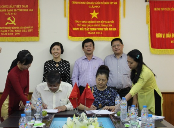 Đoàn cán bộ và doanh nghiệp thành phố Trùng Khánh, Trung Quốc đến thăm và ký kết thỏa thuận hợp tác với Công ty Simexco Đắk Lắk.