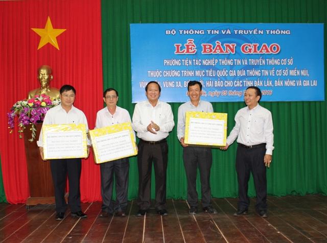 Bộ Thông tin và Truyền thông tổ chức Lễ bàn giao phương tiện tác nghiệp thông tin truyền thông cơ sở cho các tỉnh Đắk Lắk, Đắk Nông, Gia Lai.
