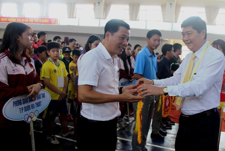 Gần 600 vận động viên tham dự giải bóng đá, bóng ném học sinh phổ thông năm 2019