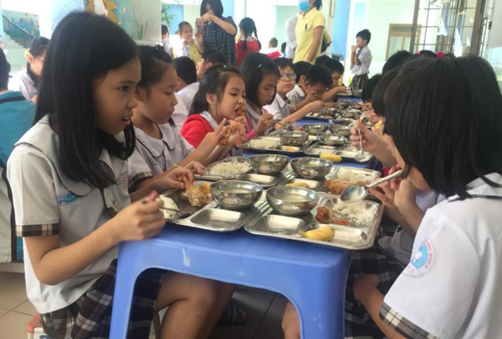 Tăng cường chỉ đạo công tác bảo đảm vệ sinh, an toàn thực phẩm trong các cơ sở giáo dục.
