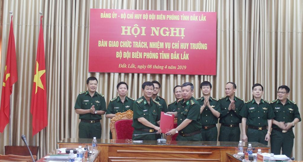 Bàn giao chức trách, nhiệm vụ Chỉ huy trưởng Bộ đội Biên phòng tỉnh