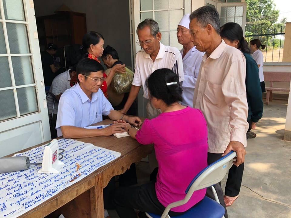 Hội Đông y tỉnh khám và cấp thuốc miễn phí cho người cao tuổi huyện Ea Súp