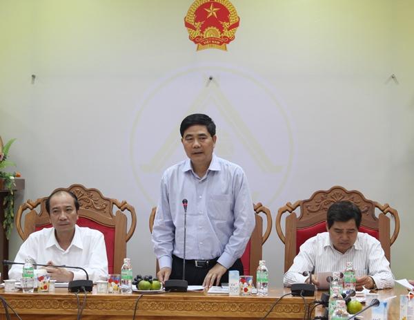 Bộ trưởng Bộ Nông nghiệp và Phát triển nông thôn Cao Đức Phát kiểm tra tình hình hạn hán tại tỉnh Đắk Lắk