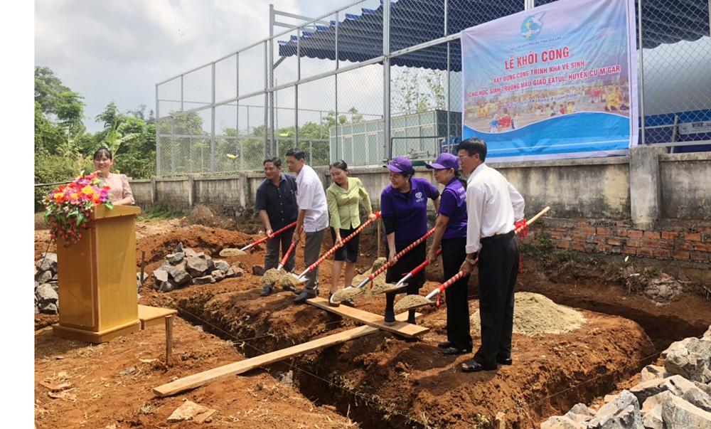 Hội LHPN tỉnh  xây dựng nhà vệ sinh an toàn cho trẻ em  tại xã Ea Tul, huyện Cư M'gar