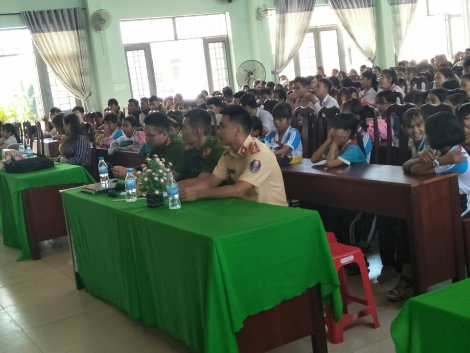 Xã Ea Tu trang bị kỹ năng phòng, chống xâm hại tình dục, tai nạn giao thông và ma túy trong học đường