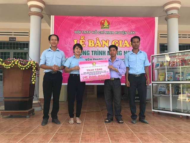 Huyện Lắk bàn giao công trình măng non và tủ sách yêu thương năm học 2018 - 2019
