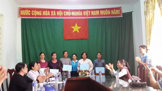Trao vốn hỗ trợ cho hội viên, phụ nữ nghèo khởi nghiệp