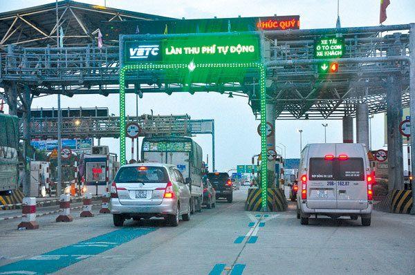 Sử dụng dịch vụ thu phí đường bộ theo hình thức tự động không dừng.