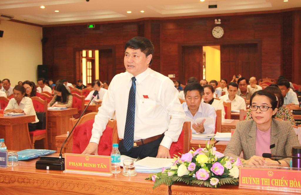 Đồng chí Phạm Minh Tấn – Phó Bí thư Thường trực Tỉnh uỷ phát biểu thảo luận tại Kỳ họp