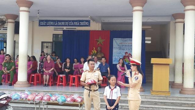 Truyền thông về an toàn giao thông cho học sinh Trường Tiểu học Nguyễn Bá Ngọc