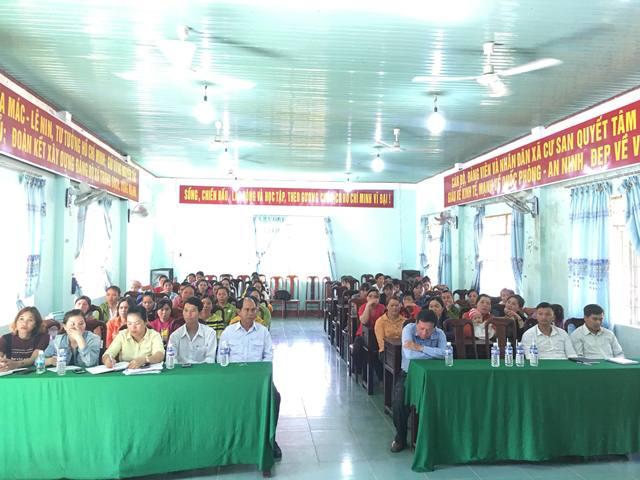 Hội LHPN huyện M'Đrắk tuyên truyền an toàn giao thông, phòng chống bạo lực gia đình và tín dụng đen