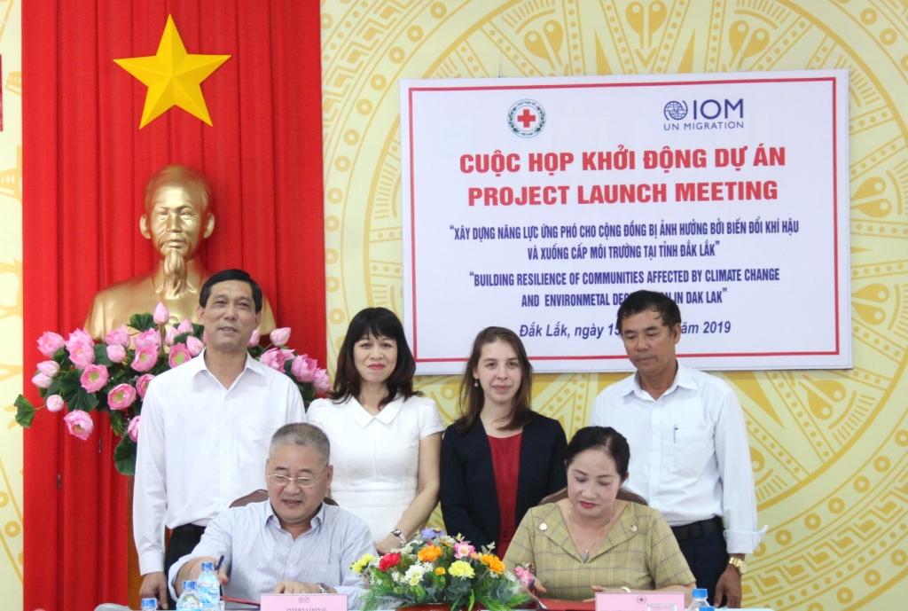 """Triển khai Dự án """"Xây dựng năng lực ứng phó cho cộng đồng bị ảnh hưởng bởi biến đổi khí hậu và xuống cấp môi trường tại Đắk Lắk"""""""
