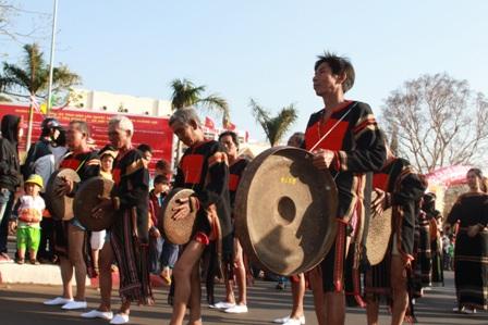 Chủ trương tham gia Liên hoan nghệ thuật dân gian gắn với Tuần Văn hóa – Du lịch tỉnh Kon Tum năm 2016
