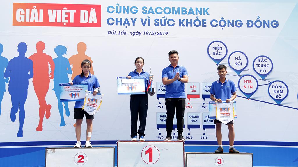 """450 vận động viên tham gia giải Việt dã """"Cùng Sacombank chạy vì sức khỏe cộng đồng"""" tỉnh Đắk Lắk năm 2019"""