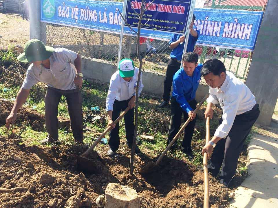 Huyện Buôn Đôn: Phát động trồng cây nhân dịp kỷ niệm 129 năm ngày sinh Chủ tịch Hồ Chí Minh