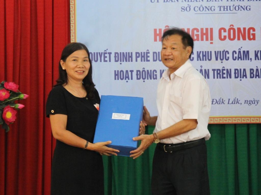 Công bố Quyết định phê duyệt các khu vực cấm, khu vực tạm thời cấm hoạt động khoáng sản trên địa bàn tỉnh Đắk Lắk