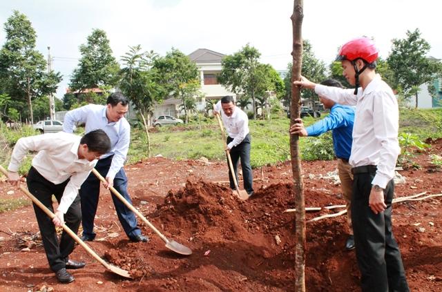 Lãnh đạo tỉnh tham gia phát động Tết trồng cây đời đời nhớ ơn Bác Hồ năm 2019