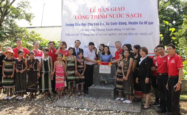 Lễ bàn giao công trình giếng khoan nước sinh hoạt sạch tại tỉnh Đắk Lắk