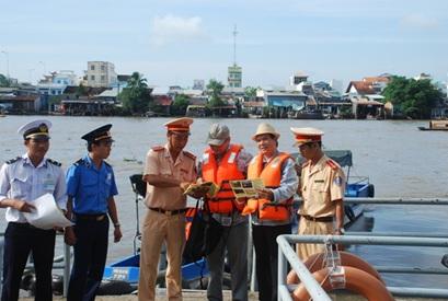 Bảo đảm trật tự, an toàn giao thông đường thủy nội địa đối với phương tiện thô sơ