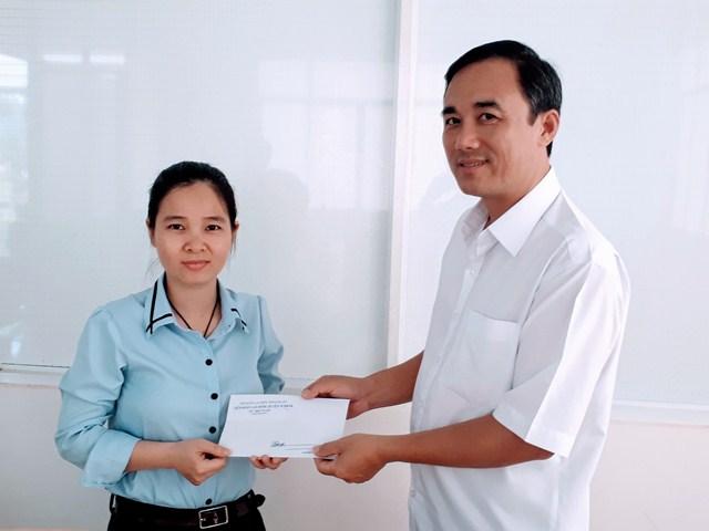 LĐLĐ huyện M'Đrắk thăm, tặng quà công nhân lao động năm 2019