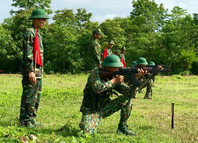 Tiểu đoàn HL- CĐ:  Kiểm tra thực hành 3 tiếng nổ cho chiến sĩ mới
