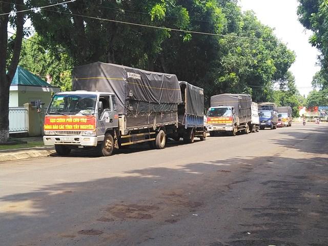 Huyện Cư M'gar: Tiếp nhận và phát hơn 42,6 tấn gạo do Chính phủ cấp cho người nghèo