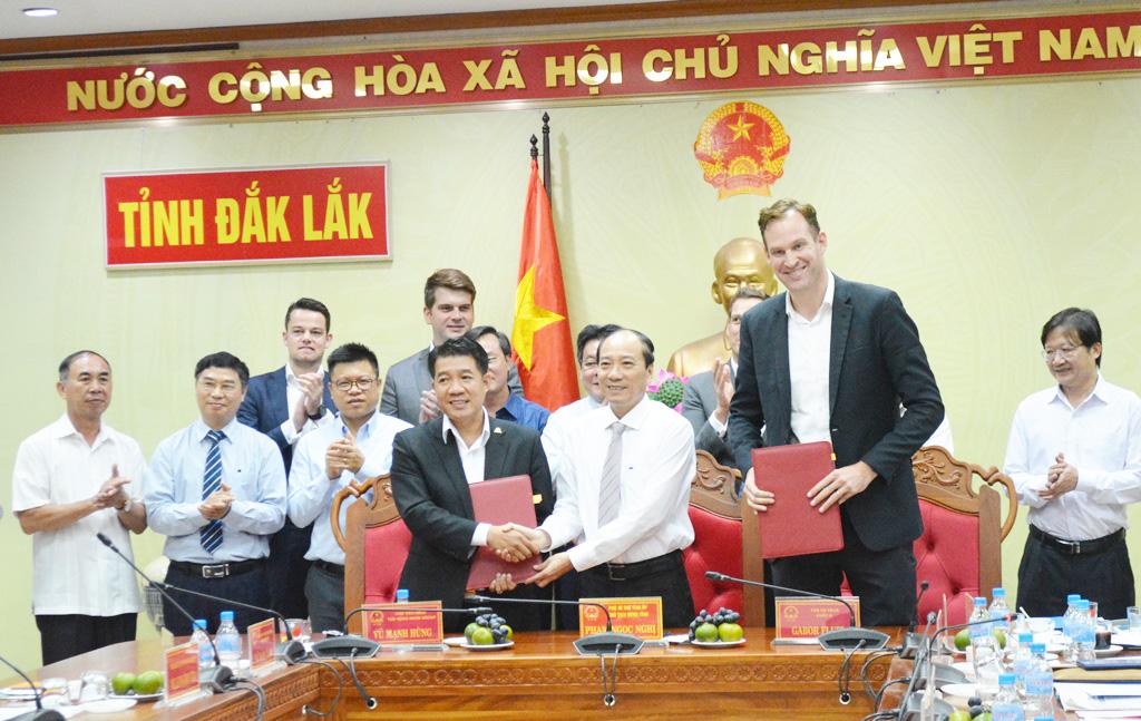 """Ký kết hợp tác đầu tư Dự án """"Tổ hợp Khu nông nghiệp ứng dụng công nghệ cao DHN Đắk Lắk"""""""