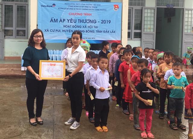 """Chương trình """"Ấm áp yêu thương"""" tại xã Cư Pui, huyện Krông Bông"""
