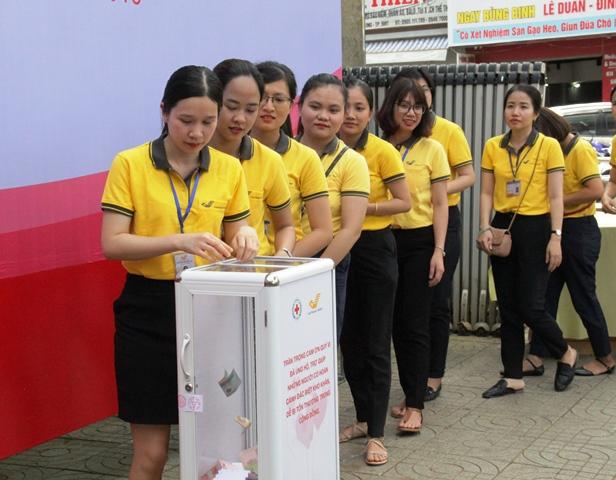 Khai trương thùng quỹ nhân đạo hệ thống Bưu điện tỉnh Đắk Lắk