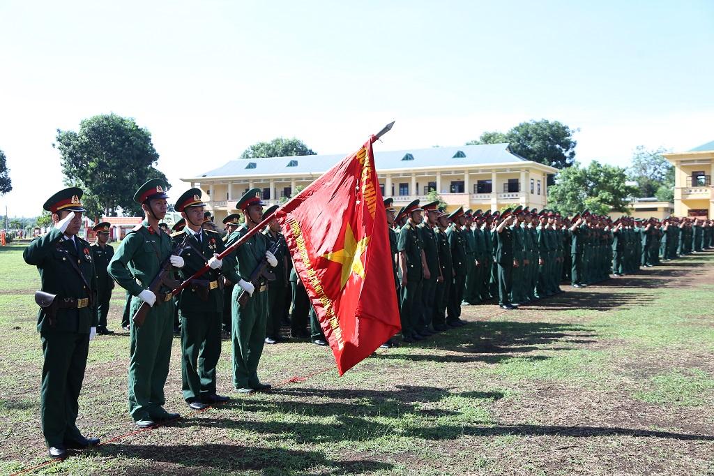 Tiểu đoàn 303 (Trung đoàn Bộ binh 584, Bộ Chỉ huy Quân sự tỉnh): 430 chiến sĩ mới tuyên thệ trước Quân kỳ