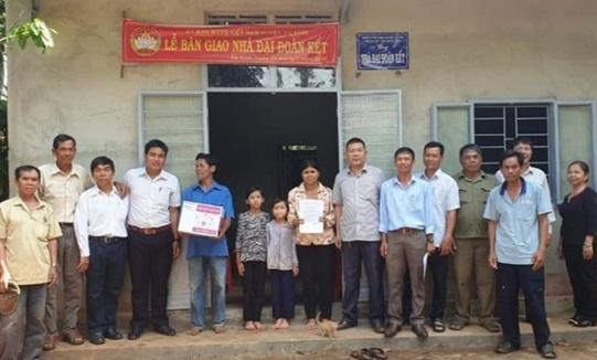 UBMTTQVN huyện Cư Kuin trao nhà Đại đoàn kết tại xã Ea Ktur