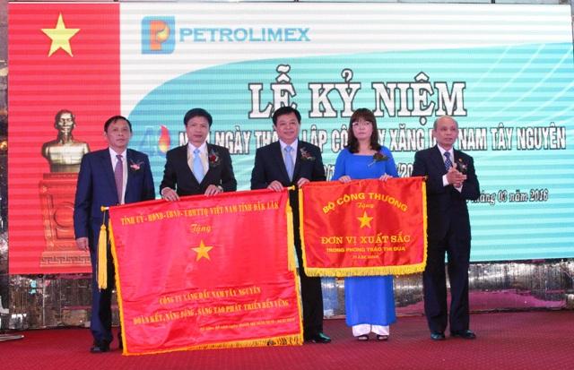 Công ty Xăng dầu Nam Tây Nguyên kỷ niệm 40 năm ngày thành lập.