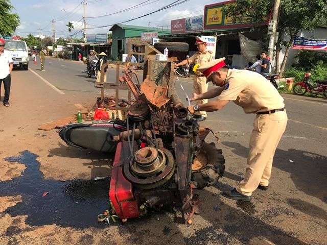 Tai nạn giữa xe máy cày và xe máy trên đường Hồ Chí Minh khiến 10 người bị thương