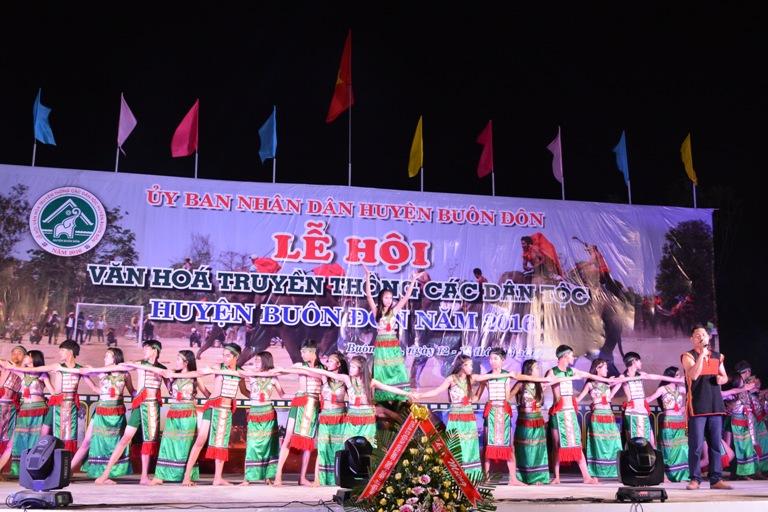 Bế mạc Lễ hội văn hóa truyền thống các dân tộc huyện Buôn Đôn năm 2016