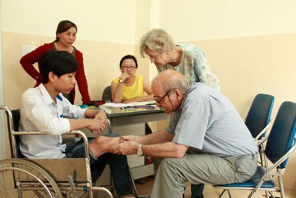 Khám sàng lọc miễn phí dị tật cơ xương khớp – Sẹo bỏng cho trẻ em tỉnh Đắk Lắk